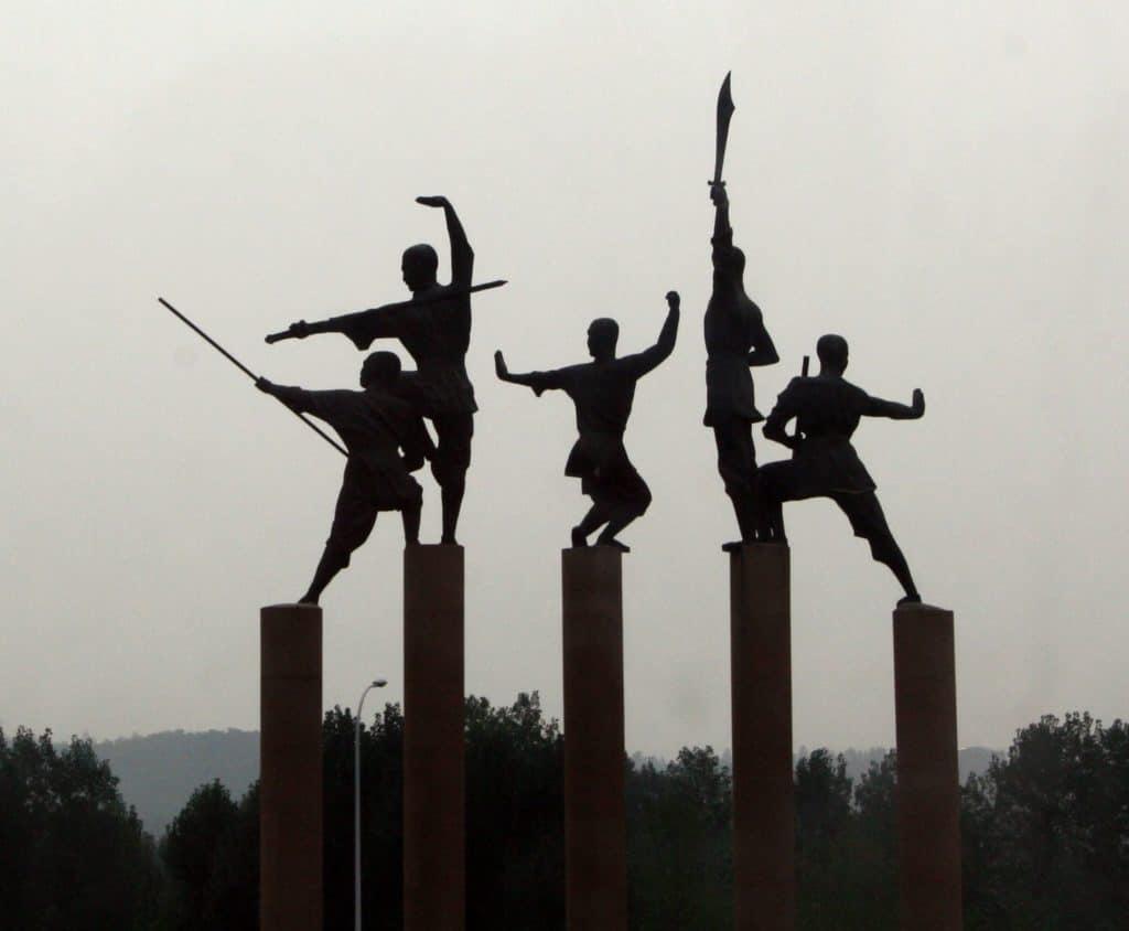 Statue di monaci guerrieri, allingresso nei pressi del Tempio Shaolin a Dengfeng