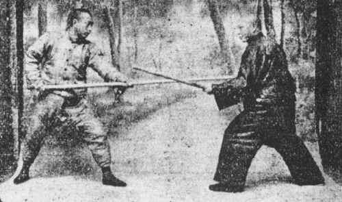Antica tela cinese che ritrae il grande maestro 'Yang Chen Fu' in allenamento con il bastone lungo 'kun'